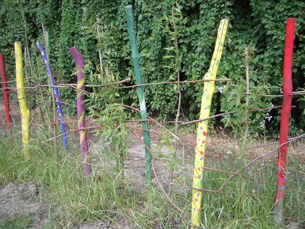 Zaun kreativ gestalten excellent sichtschutz with zaun kreativ gestalten fabulous ein zaun aus - Kreativ im garten ...